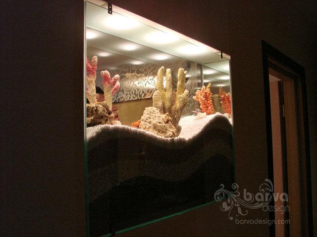 Фото. Сухой аквариум, ночная подсветка. Вид из коридора. кв.ул.Урловская